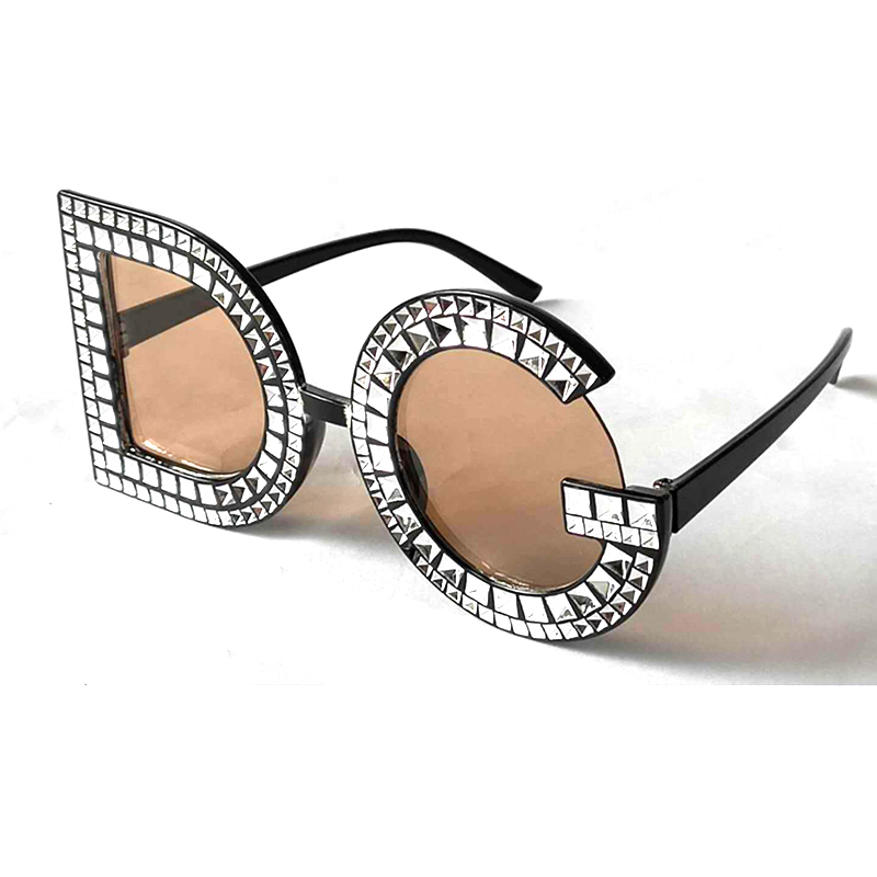 9de3f06227 New 2018 Diamond D G Round Sunglasses Women Square Fashion Crystal Sun  glasses Ladies Red Yellow Pink Bling Gemstone Oculos N9