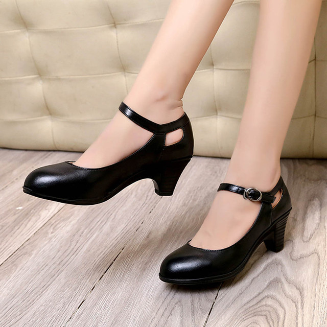 Fashion Solid Round Toe Square Heel Buckle Shoe