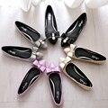 Весной и осенью мода обувь, острый лук лакированная кожа PU мягкое дно обувь женщин с большим размером плоские совок обувь 41 42 43