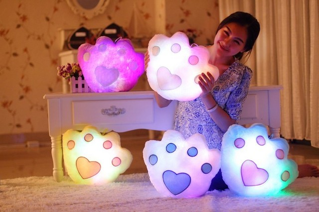Glow In The Dark llevó amortiguador de la felpa de la pata del oso almohada luz fuentes del partido del día de san valentín juguete de regalo para los niños