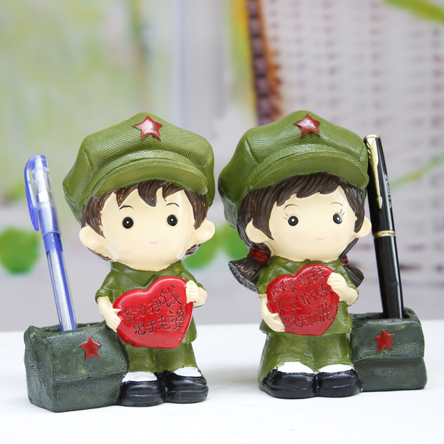 Revolutionary Love Practical Pen Resin Doll Couple Small Craft