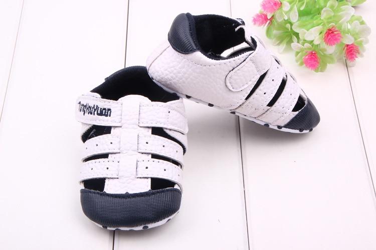 Fashion Summer Fretwork Scarpe da bambino Scarpe da bambino per ragazze dei ragazzi Mocassini piatti Hole Hollow Out Unisex Bebe Shoes Sport Sneakers