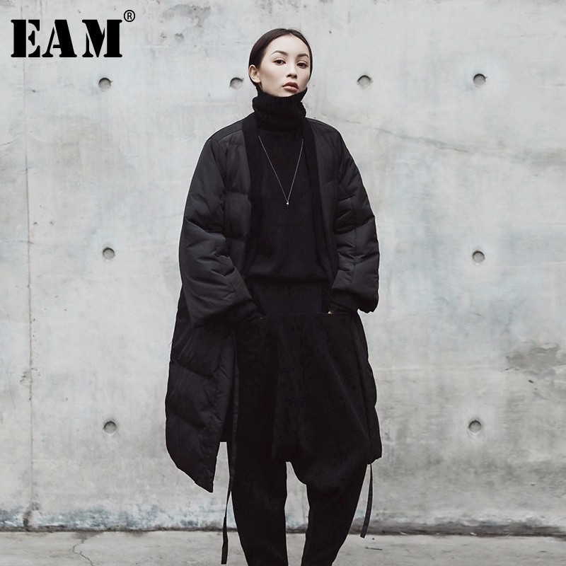 [EAM] 2018 New Autumn Winter V-collar Solid Color Black Big Size Cotton-padded Bandage Coat Women Jacket Fashion Tide JE01801S