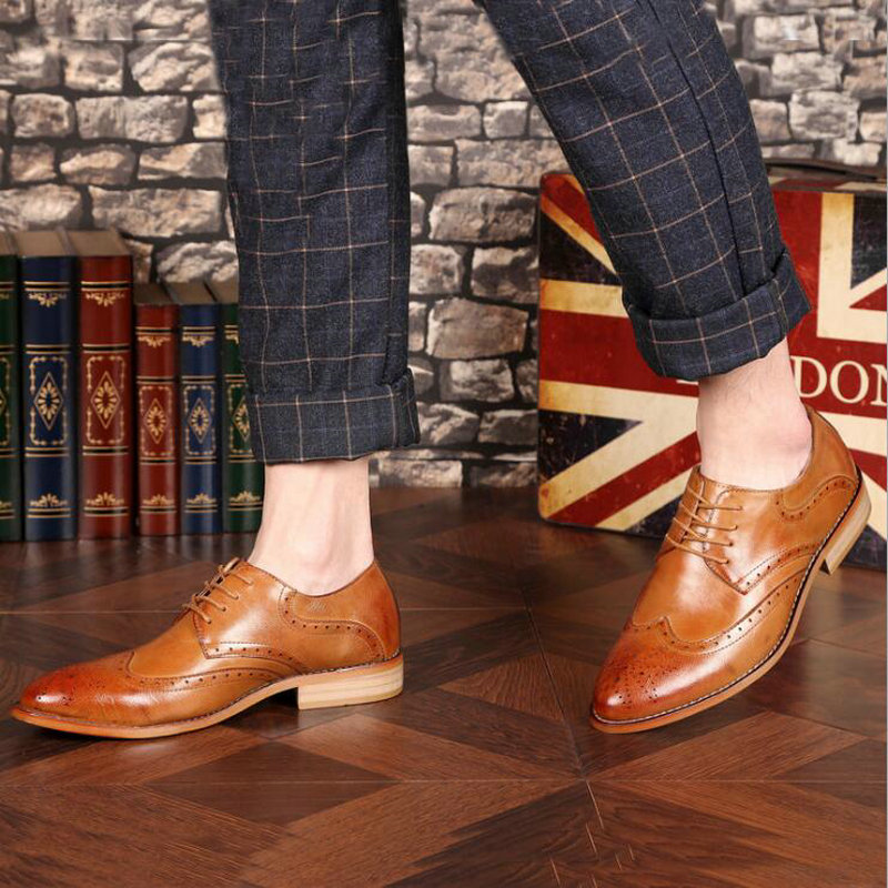 Brand Brogue Brown Red Black Men Business Dress Shoes Pointed Toe Men Wedding Shoes Leather Formal Shoes casual flats LE 23