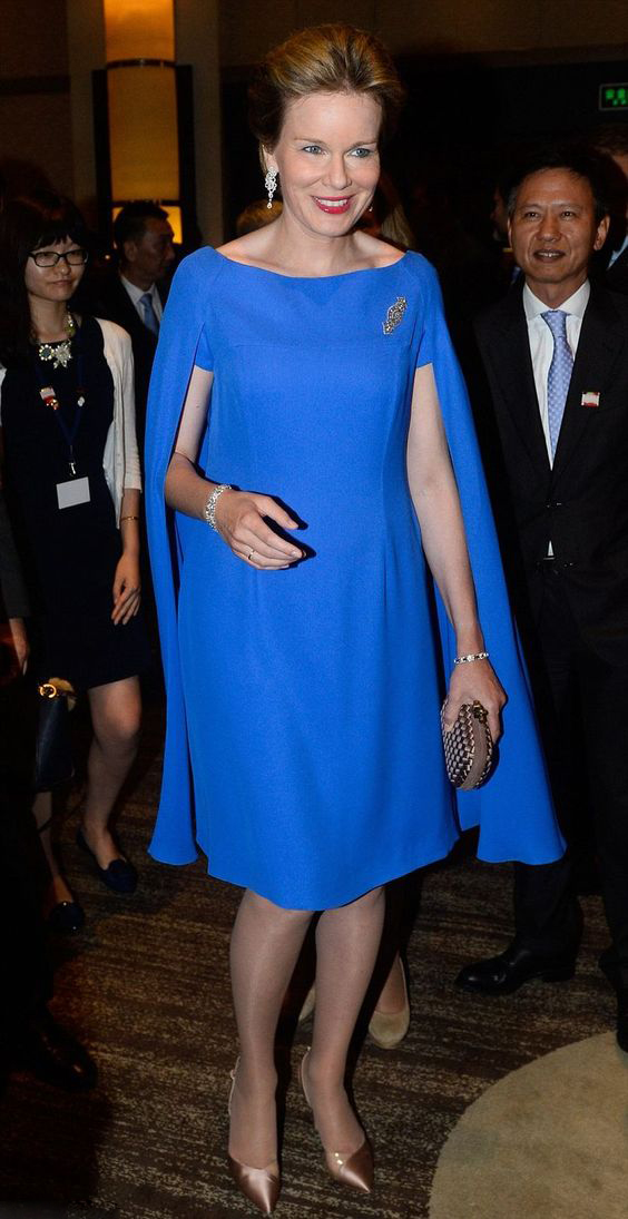 Mother Of The Bride Dresses With Cape 2018 Knee Length Short Royal Blue Wedding Party Celebrity Gown Vestido De Madrinha Farsali