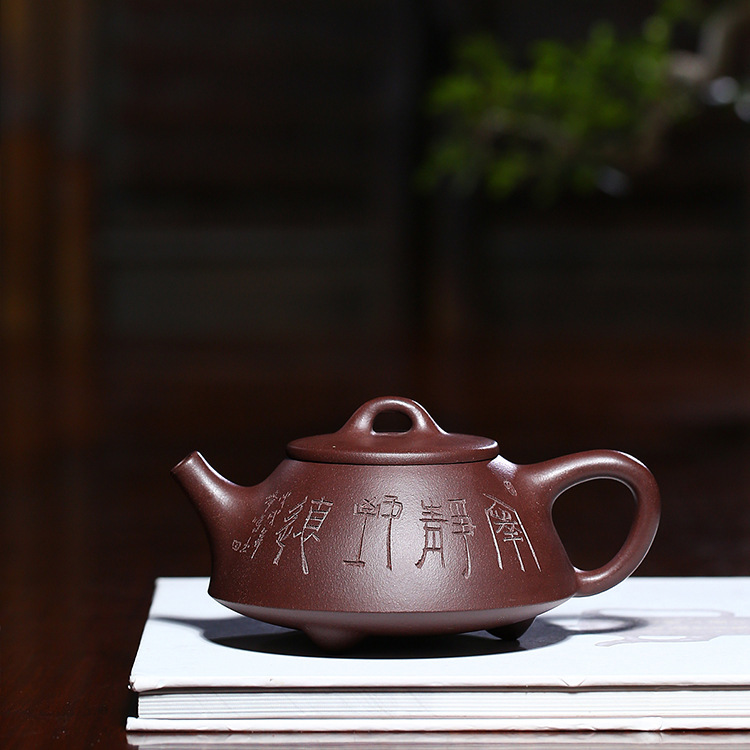 Dark-red Enameled Pottery Teapot Full Manual Raw Ore Purple Mud Flat Stone Ladle Famous Jia Yi Fang Kung Fu Tea Have TeapotDark-red Enameled Pottery Teapot Full Manual Raw Ore Purple Mud Flat Stone Ladle Famous Jia Yi Fang Kung Fu Tea Have Teapot