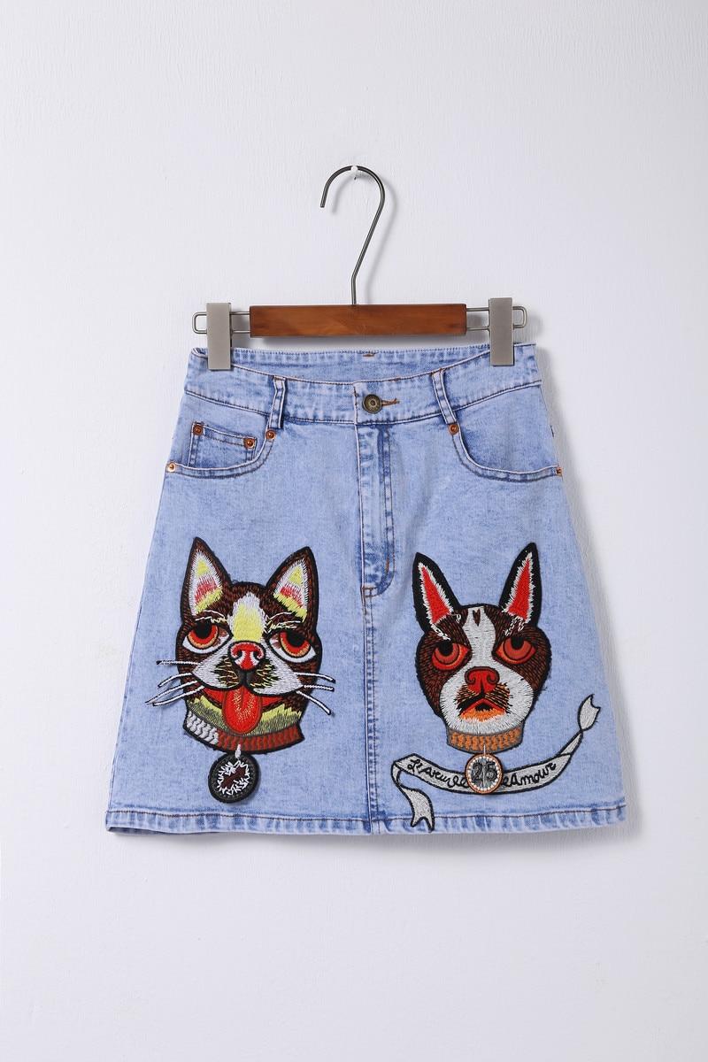 Livraison gratuite 2018 automne bleu clair lettre chiens broderie jupes femmes Designer célébrité Style Streetwear Denim Mini jupe