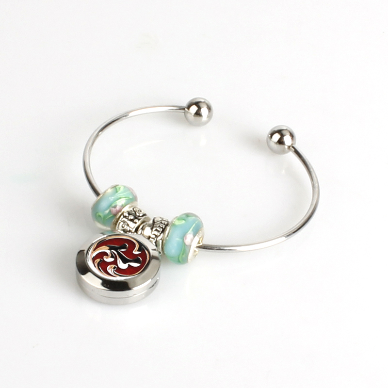 Wholesale Newest Pattern 20/25/30 Stainless Steel Essential Oil /Aromatherapy Diffuser Locket Bangle With Felt Pads