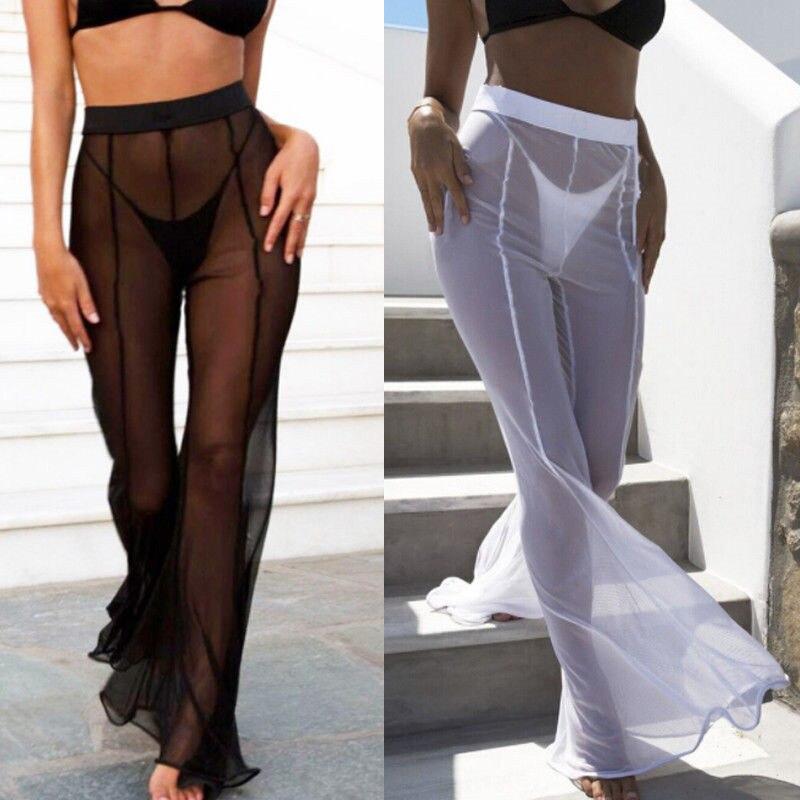 Белые прозрачные брюки на девушках, наклонилась а под юбкой нету трусиков