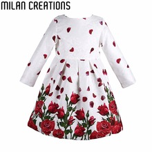 Dívčí šaty s dlouhým rukávem a růžemi na sukni