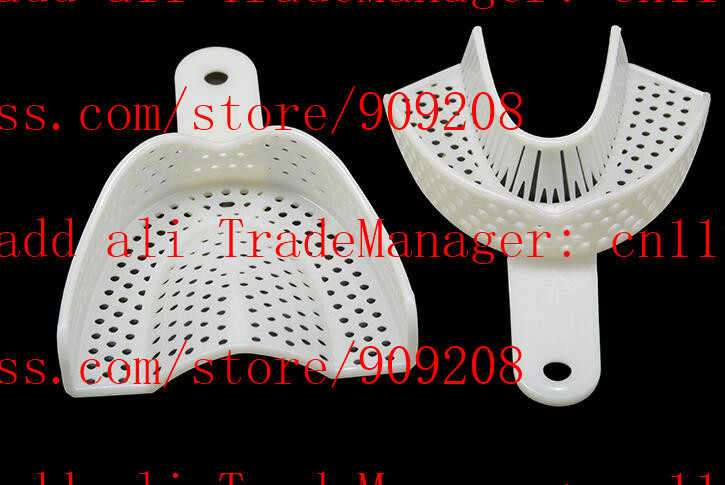 Gigi rongga mulut putih pakai baki plastik dengan lubang besar mengambil model mold tray