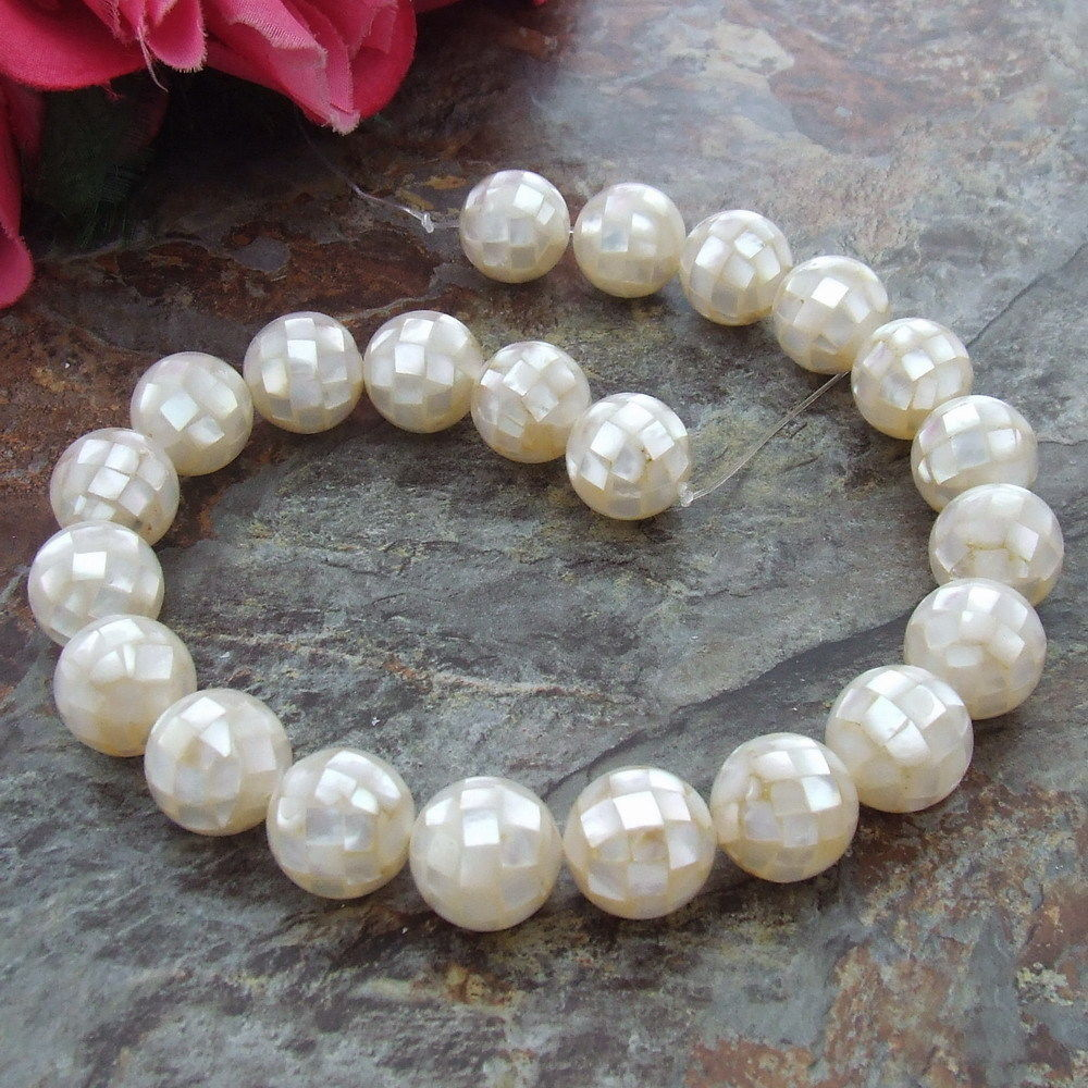 18mm White Mother Of Pearl Round Shell Beads 15.5 Strand