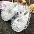 2016 Primavera verano del bebé princesa zapatos de boda blanco zapatos de suela suave infantil del cordón del bebé primeros caminante niño de las muchachas zapatos