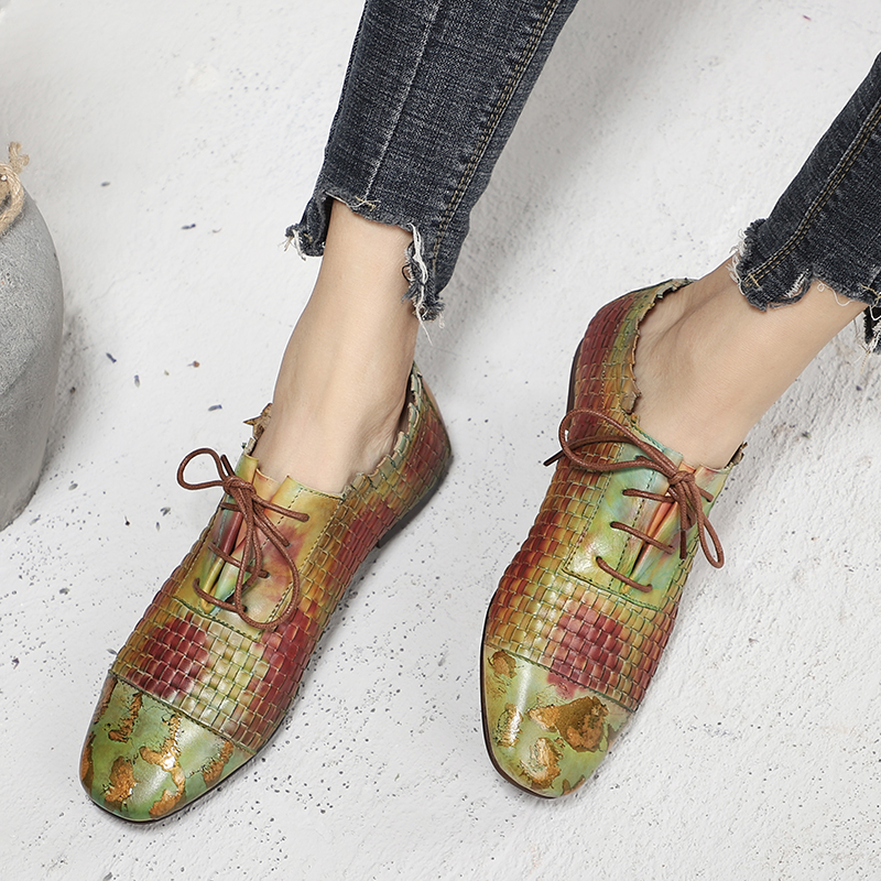 Ayakk.'ten Kadın Topuksuz Ayakkabı'de Dokuma Ayakkabı Kadın 2019 Son Tasarım Kadın Renkli düz ayakkabı El Boyalı Dantel Up Bayan rahat ayakkabılar Kare Ayak Ayakkabı'da  Grup 1