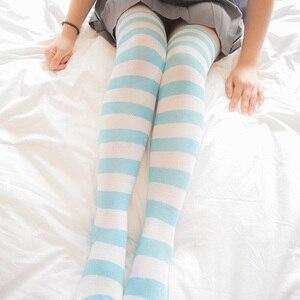 Image 3 - อะนิเมะสีฟ้าสีขาว/สีชมพูสีขาวกว้างStripesถุงเท้าเข่าน่ารักขนาดL/XLขายส่ง4คู่/ล็อต