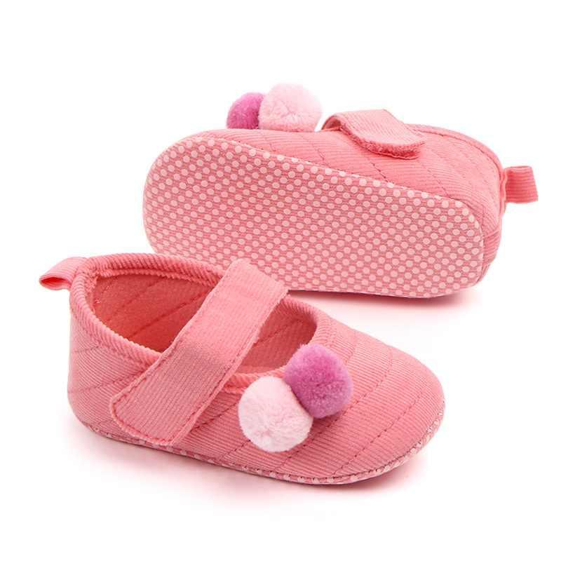Adorable Bola de Pelo bebé Niña Zapatos gamuza cuero primer caminante mocasines recién nacido Mary Jane suela suave cuna zapatos