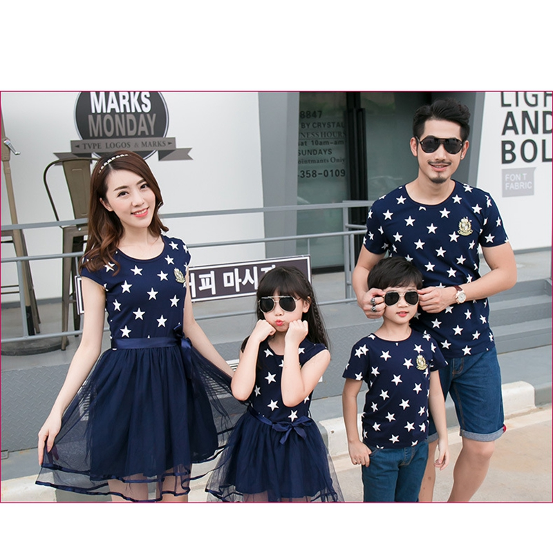 HTB1af8uaovrK1RjSszfq6xJNVXar - Summer Cotton Family Matching Outfits Mom And Daughter Mesh Dress Dad Son Blue White Stars Short T-shirt Children Clothing