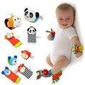 4 unids/lote juguetes del traqueteo del bebé para 0-12 meses de bebé muñeca del insecto del jardín Rattle And Foot calcetines suaves del bebé juguetes de regalo de Chrismas