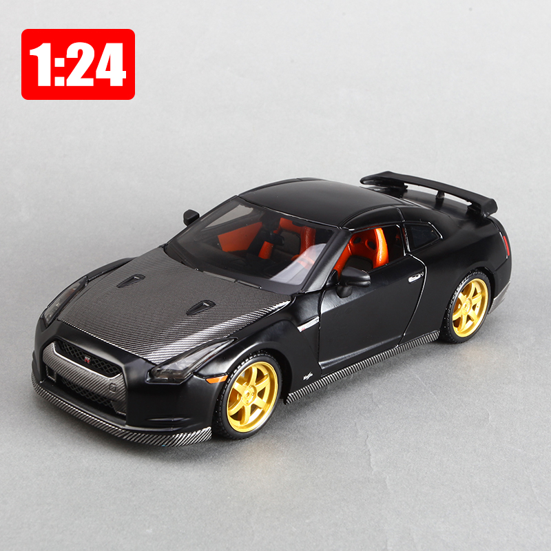 Maisto Model 1:24 Alloy Super Sports Car Nissan GTR Simulation Car Office Decoration Toy Children Boy Color Box Package Gift