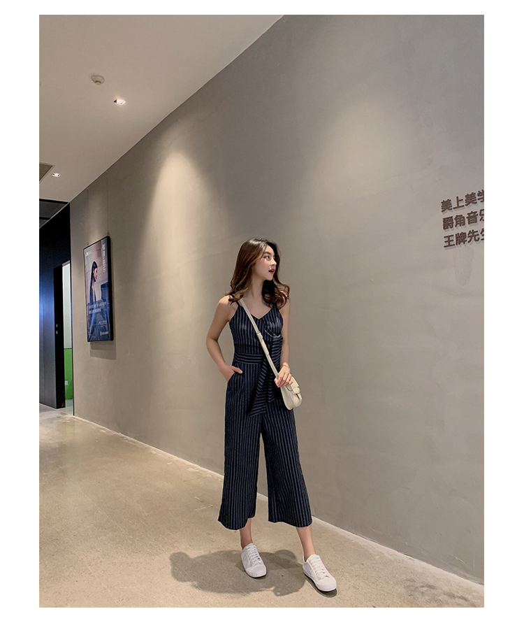 Sling Off Shoulder Sleeveless Striped Jumpsuit 2019 New Fashion V-Neck High Waist Nine Points Wide Leg Jumpsuit Summer 30