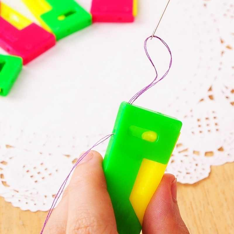 Fashion Mini Jarum Benang Perangkat Otomatis Panduan Mudah Digunakan Orang Tua Threader Plastik Jahit Alat Supply