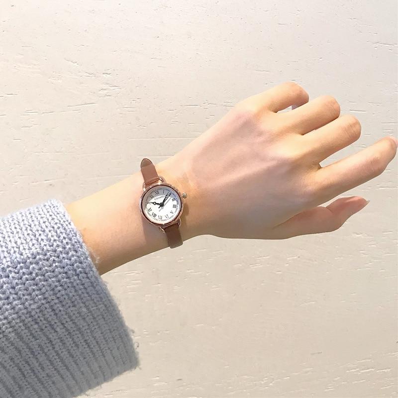 Ulzzang Vintage Römische Ziffer Kleine Zifferblatt Frauen Uhren Dünnen Lederband Damen Armband Uhr Beiläufige Weibliche Quarz Armbanduhr Angemessener Preis Uhren