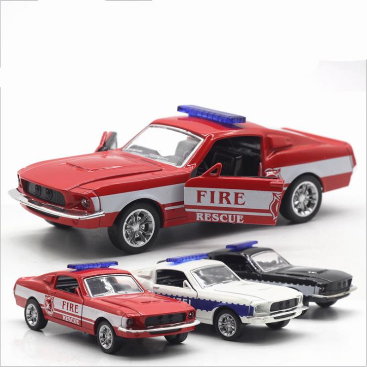 High Simulation Ford Mustang GT Model,1: 32 Alloy Pull Back Toy Cars,flashing & Musical,diecast Model Swat Cop Car,free Shpping