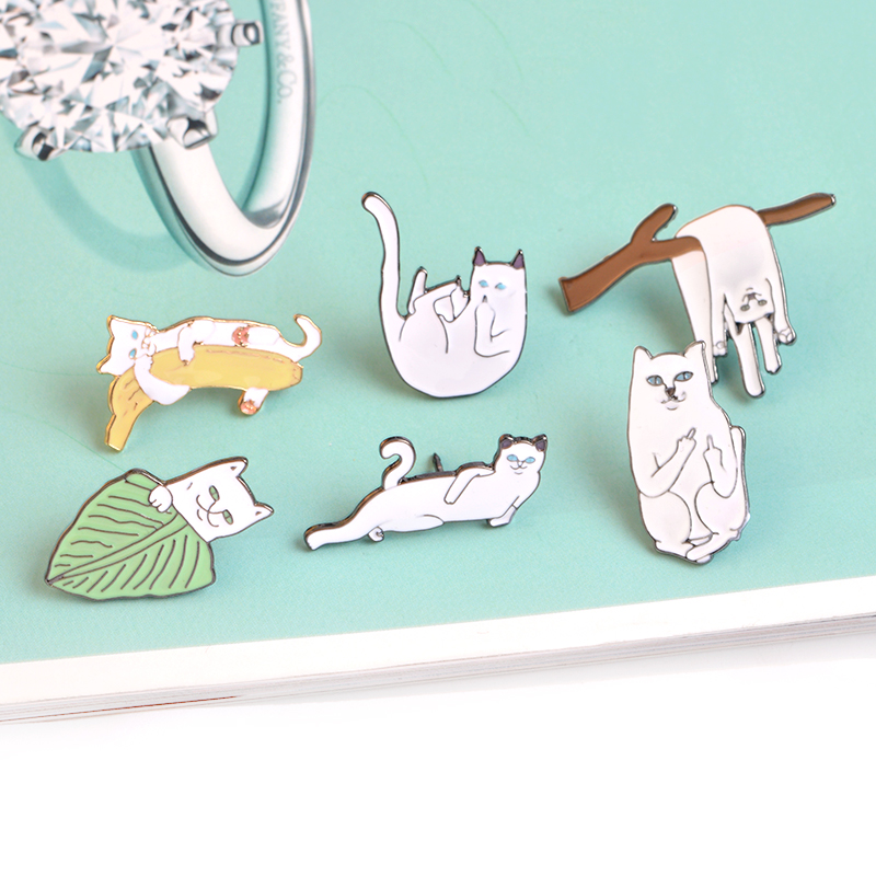 6 stks / set Witte Kat op Bladeren Takken Banaan Broche Pins Cartoon - Mode-sieraden - Foto 5