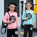 Conjuntos de roupas meninas 2017 primavera esporte terno carta capuz pantskirt duas peças crianças agasalho crianças conjunto de roupas roupa dos miúdos