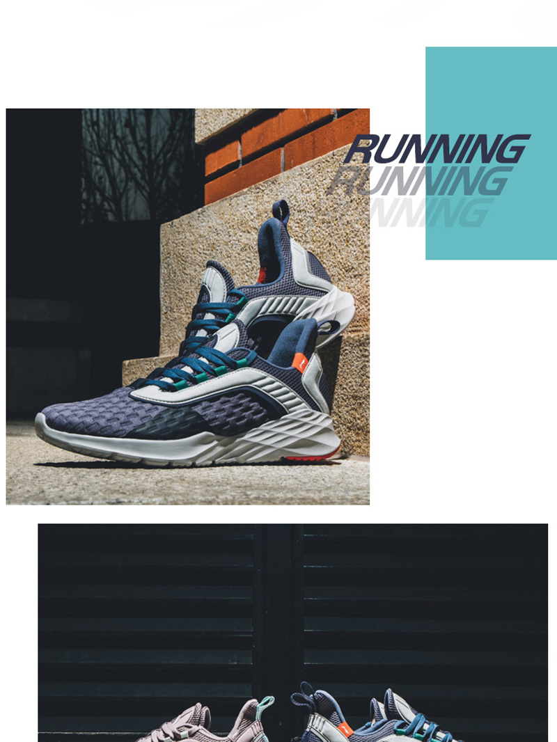 Foto from the right Men's cushion running shoes. Men's cushion running snakers