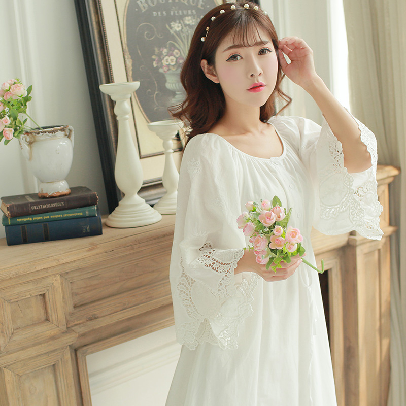Free Shipping 2017 New Autumn Princess Style Women s Vintage Long Nightgown White Sleepwear Cotton Lace