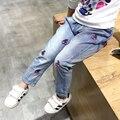 Europea Otoño Invierno Nueva Manera de La Muchacha del Bordado Cereza Medio Cintura Pantalones Capris Pantalones Vaqueros Populares Florales Bordados Pantalones Vaqueros