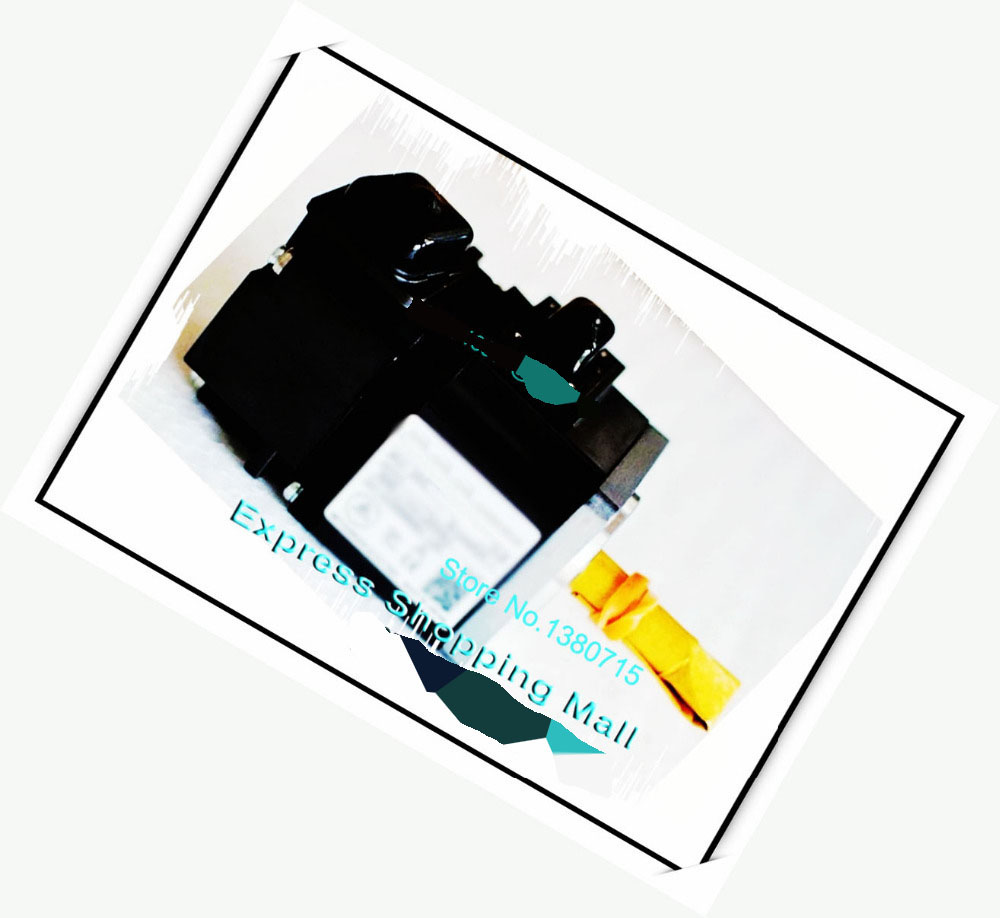 New Original 0.9A 100W 0.32NM 3000rpm HG-MR13J+MR-J4-10B Oil seal AC Servo Motor Drive Kit HG-MR13J + MR-J4-10B new original 9 4a 1 5kw 7 2nm 2000rpm hg sr152j mr j4 200a oil seal ac servo motor drive kit