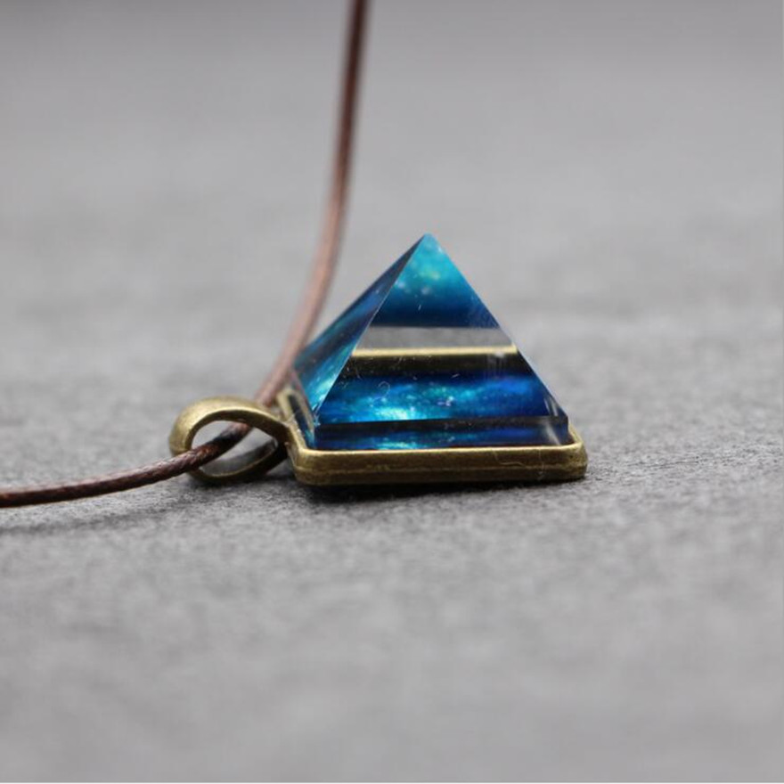 2016 Hot 2017 Glowing Crystal Glow in the Dark Pyramid Pendant Outer Space Star Dust Necklace Triangle Geometric Magic Necklace Ожерелье