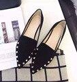 2017 Весной Новый женская Обувь Европейской И Американской Моды Наконечник Заклепки Мелкой Рот Плоские Туфли. FLT-FT153