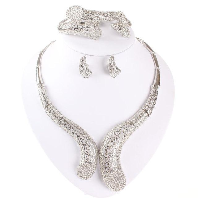 Фото комплект из колье серёг и кольца с кристаллами цена