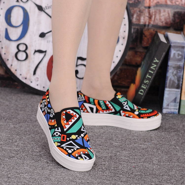 Canvas Shoes Women Girl 2016 New Footwear Female Slip On Platform Casual Shoes Flatform Autumn Graffiti Round Toe Loafers Flats (15)