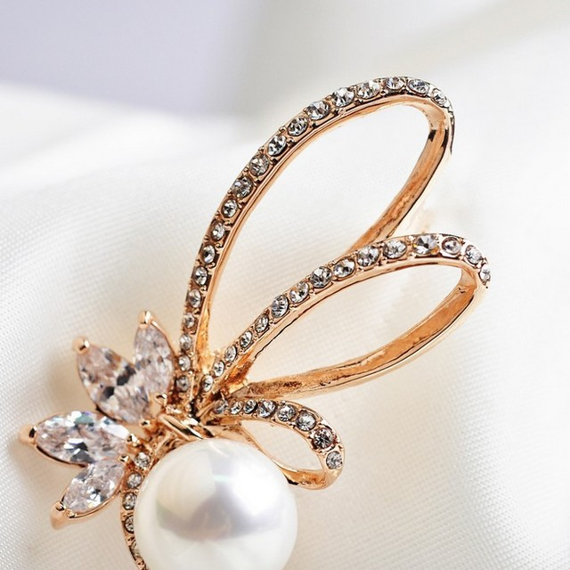 Flower Crystals simulated pearl Brooch
