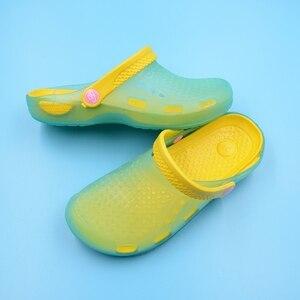Image 2 - כירורגי רפואי נעלי החלקה חוף נעלי בית חולים אחות רופא כפכפים כפכפי גן קיץ לנשימה חור לעבוד נעליים
