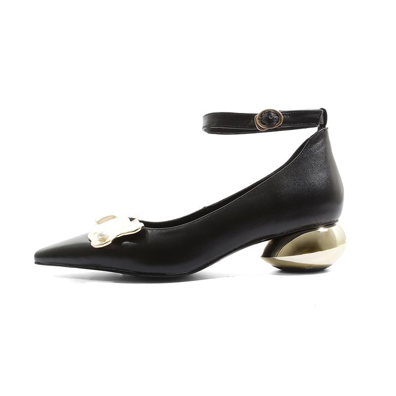 ISNOM الكاحل حزام مضخات النساء وأشار اصبع القدم زخرفة المعادن الأحذية غير عادية الكعوب الأحذية الإناث جلد البقر أحذية الحفلات امرأة-في أحذية نسائية من أحذية على  مجموعة 2