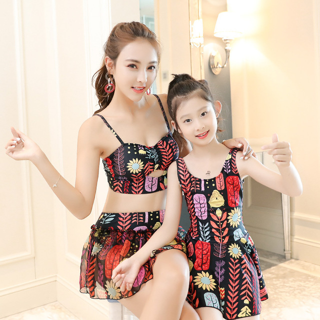 1da8e34ec7 Mom and Daughter Dress Swimwear Family Matching Swimsuit Baby Girls Bikini  Set Mother Daughter Matching Clothes Swimsuits