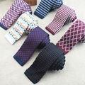 La nueva moda de punto ties muchos tipos de tela escocesa ncktie planicie de marea hombres llevar la ropa accesorios preferidos