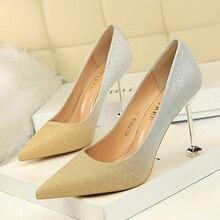 Mujer Sepatu Menunjuk Toe