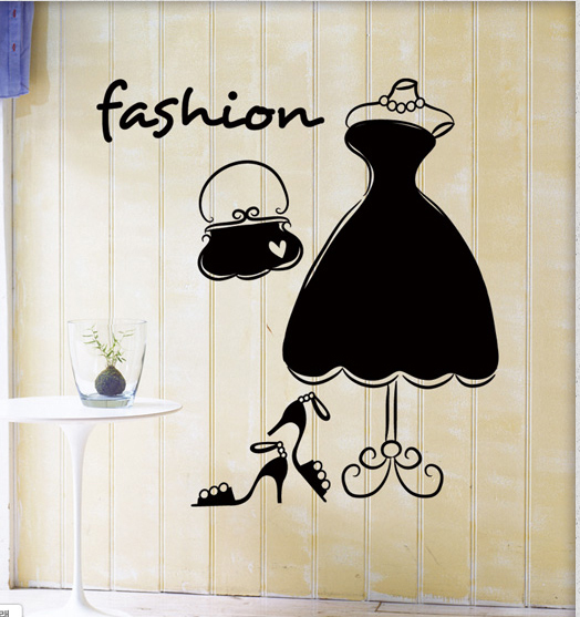 Modelo de moda prateleira da loja de roupas sapatos e