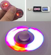 LEDแสงแฟลชนิ้วมือปั่นอลูมิเนียมนิ้วอยู่ไม่สุขปินเนอร์โฟกัสEDCความเครียดของเล่นเด็กผู้ใหญ่เกมกระดาน