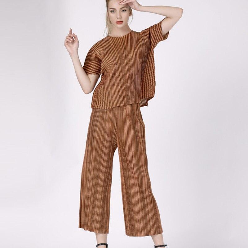 Changpleat 2019 nouveau manches courtes femmes ensembles Miyak plissé conception de mode T-shirt pantalon à jambes larges grande taille femme costumes marée