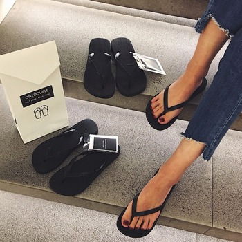 New onedouble black flip flops female casual sandals and slippers female summer feet non-slip flat with sandals digital clock