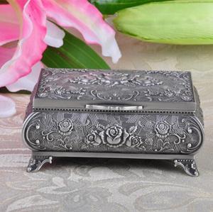 Image 2 - Wysokiej jakości pudełko z biżuterią ze stopu cynku metalowy futerał na drobiazgi Vintage Flower rzeźbiony projekt szkatułka na biżuterię pudełko