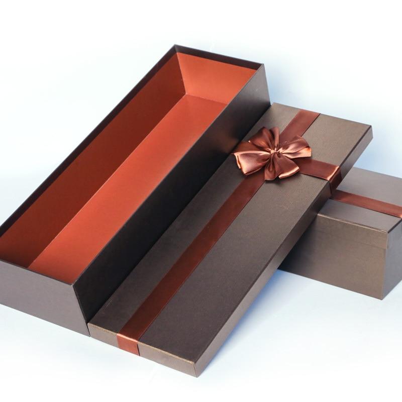 Цветы в прямоугольной коробке фото