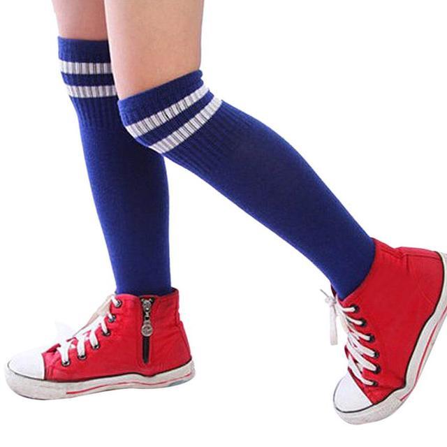 Deporte fútbol calcetines largos sobre la rodilla alta calcetín ...